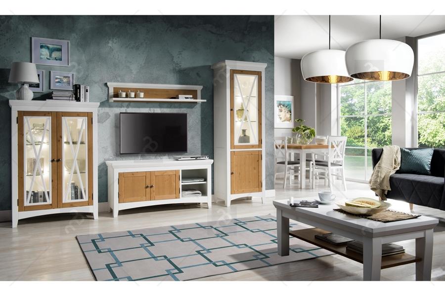 Biely nábytok s dreveným akcentom